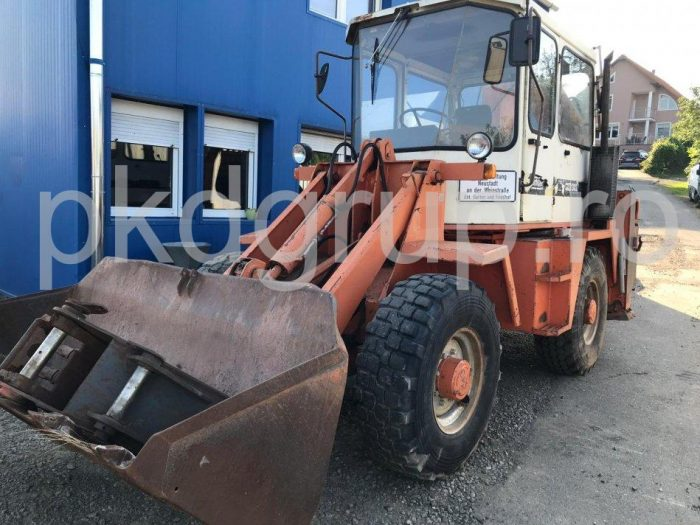 Buldoexcavator SCHAEFF SKB 902